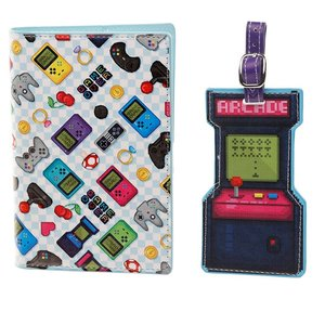 Puckator - Paspoorthoesje - Paspoortcover - Bagagelabel - Luggage tag set - Kinderen - Thema Game Over - Blauw