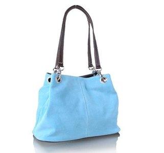 f8f56a69dba Trendy lichtblauwe suede handtas van Giuliano - Ultimate Travelstyle